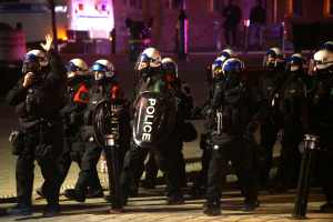 Manifestation anti-couvre-feu: sept arrestations et une centaine de contraventions à Montréal