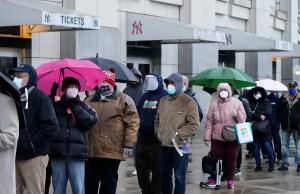 [PHOTOS] La vaccination des New-Yorkais défavorisés commence au Yankee Stadium