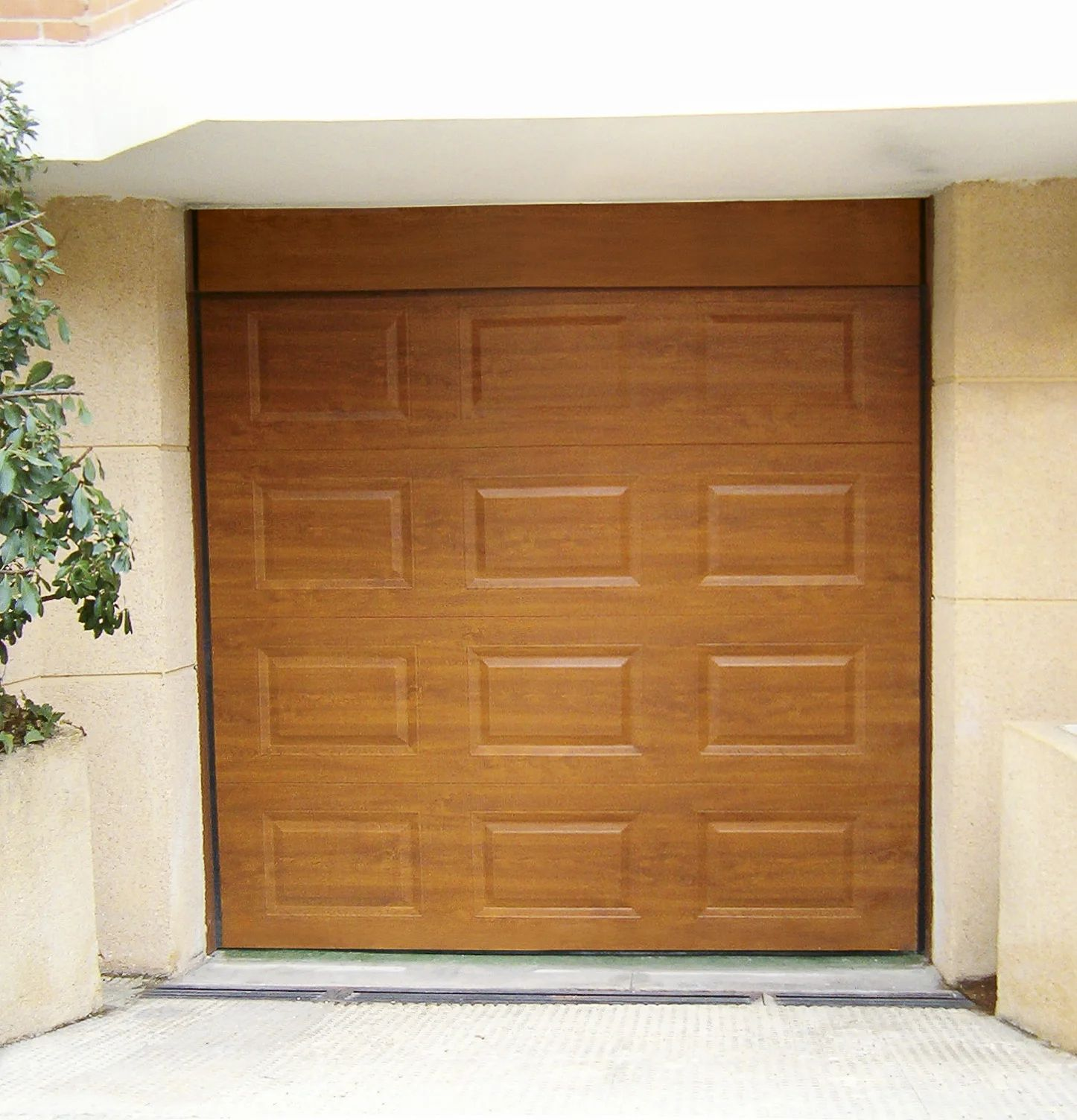 Porte De Garage Sectionnelle Motorisee Artens Essentiel H 200 X L 300 Cm Leroy Merlin