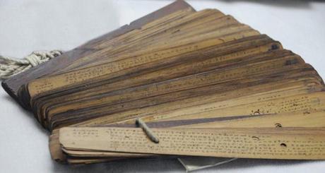 http://2.bp.blogspot.com/_s1smZo7S3ow/TLSkdGyJ4rI/AAAAAAAAJio/Zx4riI8CSvc/s1600/naadi-olai-chuvadi-palm-leaf-manuscript-hemanth-thiru.jpg