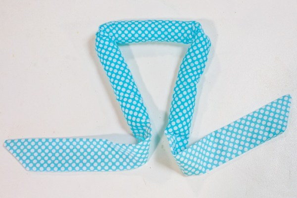 Light Blue cool tie scarf filled with super absorbent polymers
