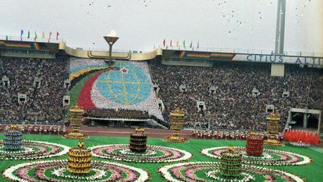 https://i1.wp.com/m5.paperblog.com/i/26/267603/1980-summer-olympic-opening-ceremony-moscow-L-bl8d5B.jpeg