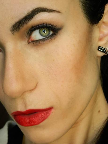 Wearable Version Of Angelina Jolies Maleficent Makeup