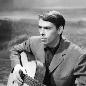 le jeune Brel avec une guitare à la main