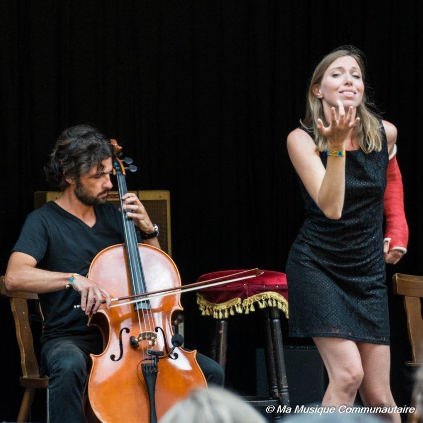 Avec son musicien, Liz Cherhal nous offre un véritable show