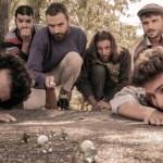 le groupe Le Troittoir d'en Face joue aux billes