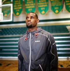 beats_by_dre_pr_sentiert_lebron_james_in_re_established_powerbeats2_wireless_01