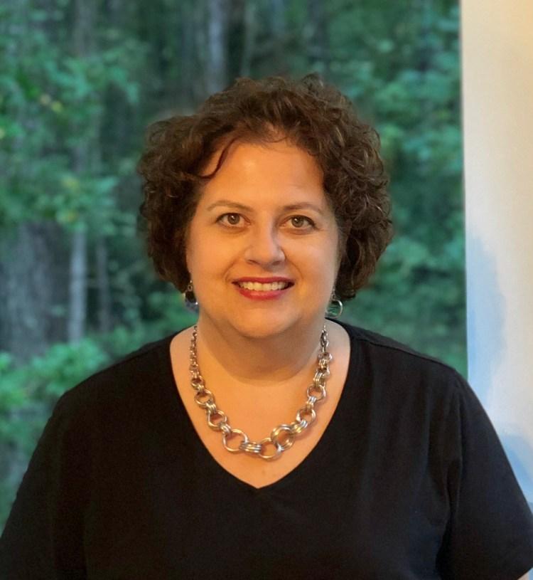 Julie Ann Emery Height - cakecrimson