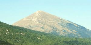 http://abcnews.go.com/International/apocalypse-believers-flock-pyramid-shaped-mountain-peak/story?id=17960120#.UMqRJnOLL5I