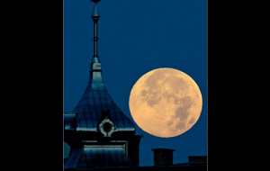 http://abcnews.go.com/Technology/slideshow/supermoon-pictures-world-19468063
