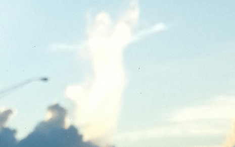 http://www.dailymail.co.uk/news/article-2403064/Angel-cloud-spotted-watching-motorists-Florida-highway.html