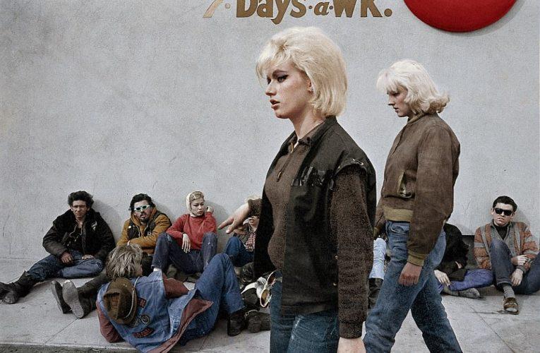 モノクロ写真をカラー化 現代に蘇るヘルズ・エンジェルズの女性たち。