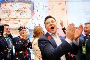 מדגמים באוקראינה: הקומיקאי היהודי נבחר לנשיאות ברוב גדול