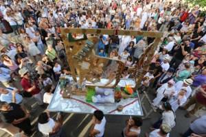 קורה בסוף כל פסח: הטקס שמוציא חלק מהדתיים מדעתם מאת איתן אלחדז