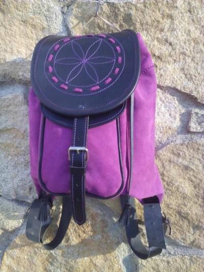 mochilas de piel, mochilas, artesania, hecho a mano, piel, cuero, mochilas de cuero, morado