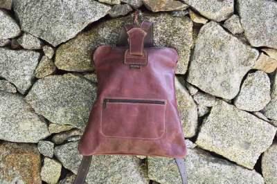 mochila de cuero, mochila con cremalleras, mochilas, cuero, artesania, hecho a mano, verde, morado rojo, piel