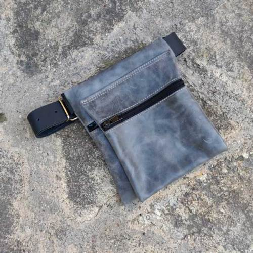 riñonera o bolso de cadera, gris, artesania, piel y cuero