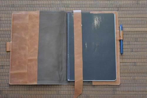 funda de cuero, funda de piel, funda para cuaderno, funda para libros, funda para agendas, funda para tablet, artesania, hecho a mano