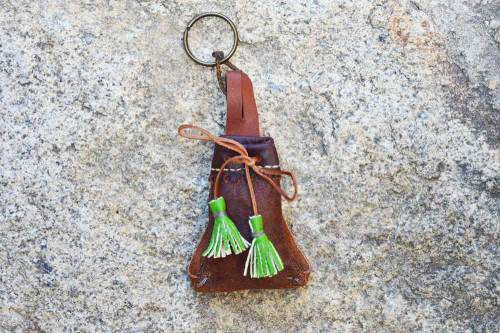 llaveros de piel, llaveros, llavero de cuero, llaveros con asta de ciervo, artesania, hecho a mano