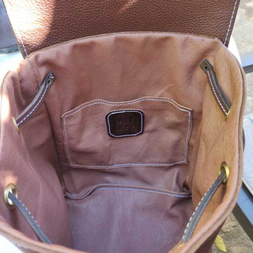 bolso mochila, mujer, moda, diseño, artesania, piel, marfil