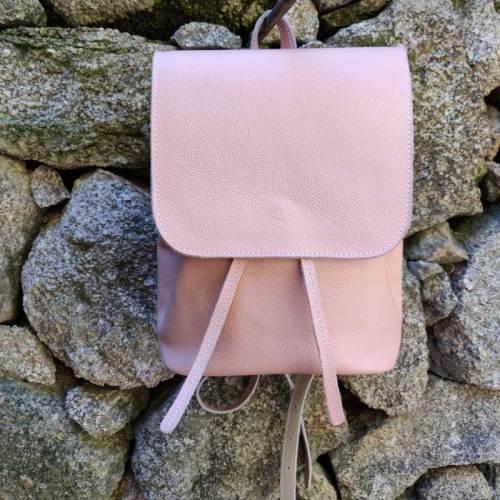 bolso mochila, mujer, moda, diseño, artesania, piel, rosa