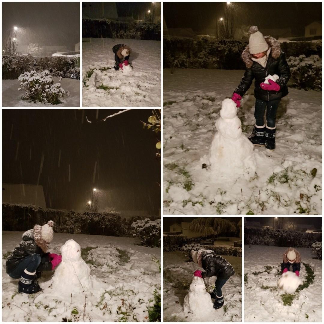 Premier bonhomme de neige sous les flocons