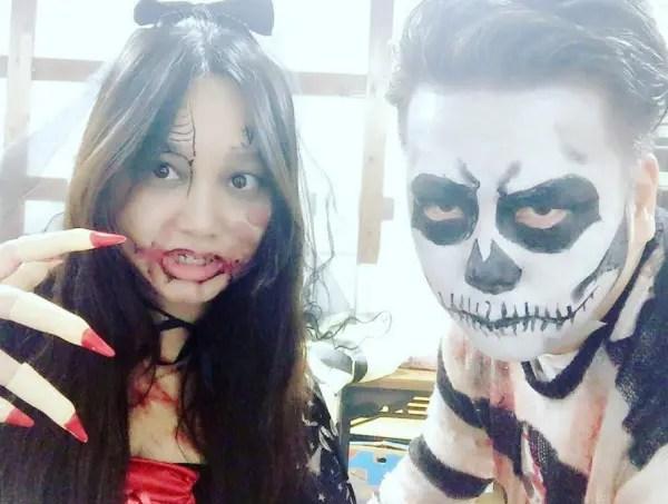 ハロウィン仮装を楽しむENHYPENニキの母親と父親