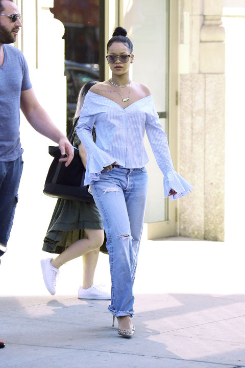 Rihanna opted for maximum comfort on her way to VMA rehearsals in NYC in these slouchy boyfriend jeans and a loose-fitting, off-the-shoulder top.