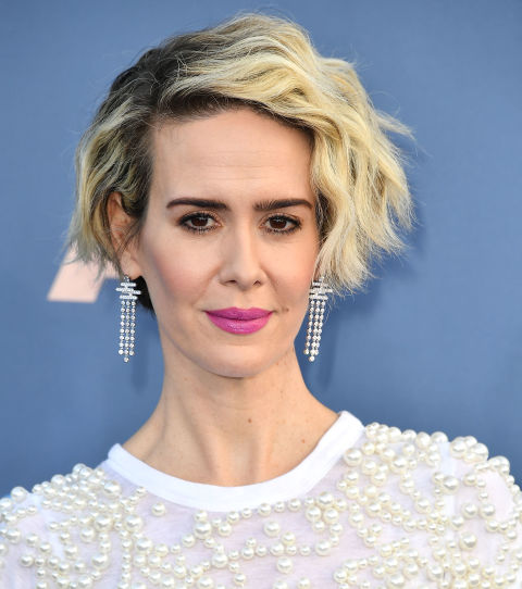 One of our favorite hairstyle chameleons, Sarah Paulson shows us how to rock visible roots without looking like you slept on a few colorist sessions. She incorporates the dual-tone color into her red-carpet stylewith a blunt cut and equally edgy waves.