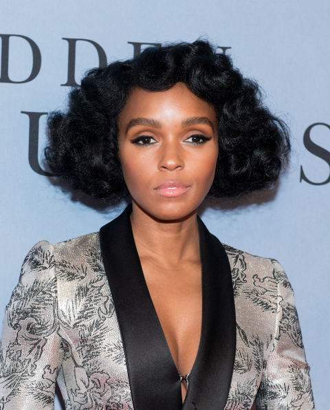 Monáe's been experimenting with all kinds of beauty looks for her Hidden Figures press tour, from Minnie Mouse ears adorned with safety pins to extravagant top knots. But for the everyday,we're all about thesophisticatedpuffy curls that give this blunt look so much more character.