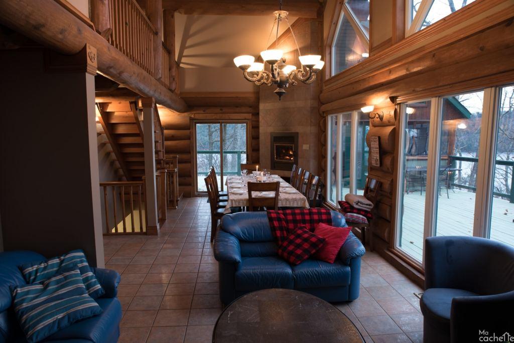 Domaine forêt d'eau - Chalet 16 personnes à louer au lac Simon en Outaouais - Salon et salle à manger