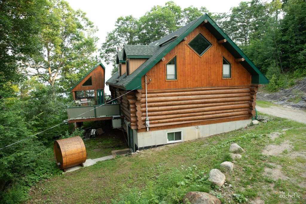 Vue d'ensemble arrière avec le sauna