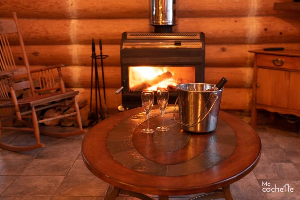 Petit Domaine forêt d'eau - Chalet bois rond à louer au Lac Simon - Détente, verre de vin, foyer au bois, bois rond