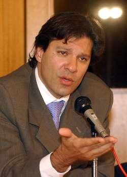 O ministro da Educação quer modificar o Enem para que ele substitua o vestibular