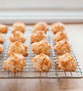 example of the typical macaroon | making macarons at home article from Macarona D