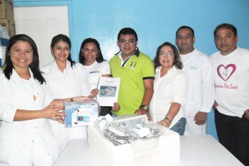 Prefeito Kerginaldo Pinto, Secretária Denise Aragão e Assesor José Maria com equipe médica