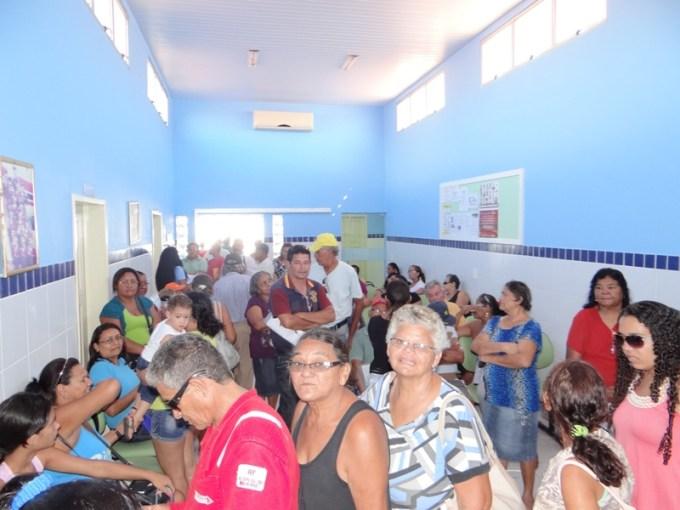 Mais de cem pessoas compareceram ao clinica da família para avaliação medica