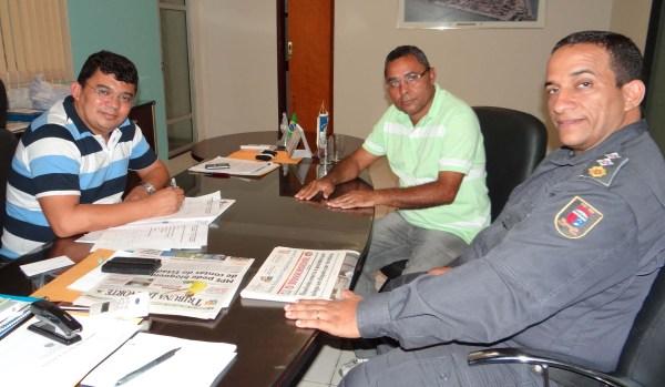 Prefeito Kerginaldo garante ao Major Fernandes e ao Vereador Sargento Dantas regularização do convênio com a PM