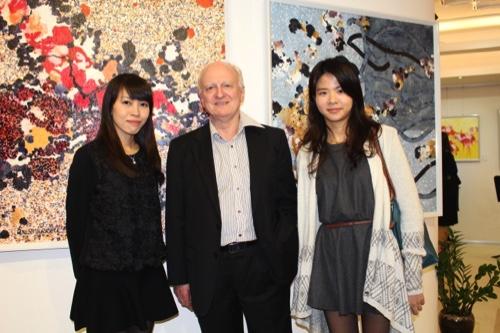 Denis Murrell (center)