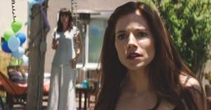 Sienna Miller portrays Taya Kyle