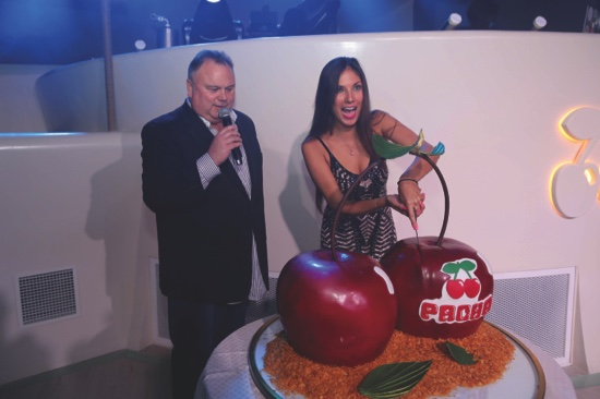 (From left to right) Eddie Dean and Marta Planells Lucendo, celebrate the Grand Opening Special event with a giant Pacha cherry cake