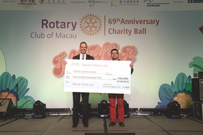 "Cheque Donation of MOP100,000 from Sands China Ltd designated for Rotary Club of Macau's ""Happy Garden"" Horticulture Therapy for the Rehabilitation of the Mentally-Ill Patients and Rotary Day with Grannies"