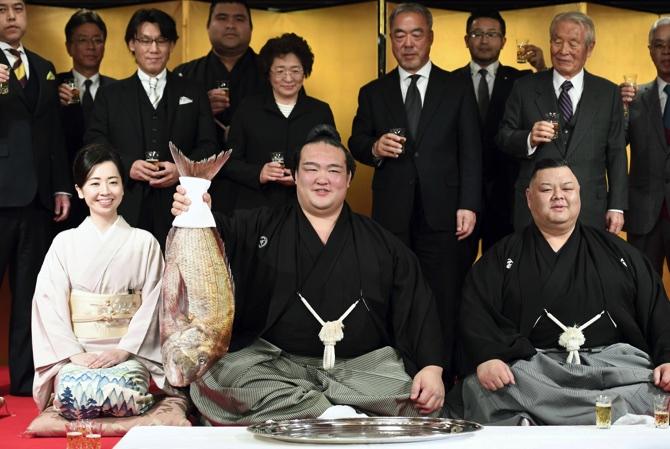 SUMO/ Kisenosato ends barren spell for Japan-born yokozuna