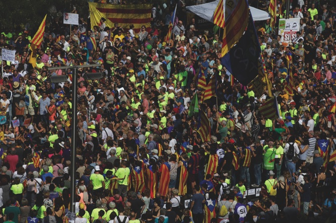 Spain police raid Catalan govt offices