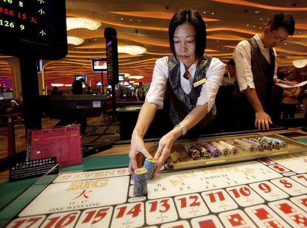 Govt says won't change 'local croupiers only' policy