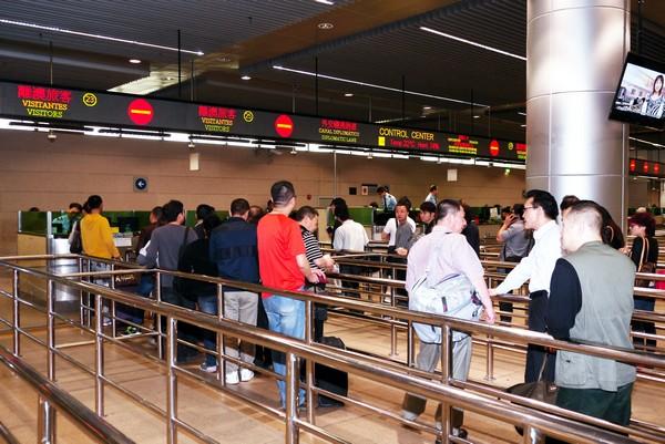 Police predict 5 percent rise in 'Golden Week' border crossings