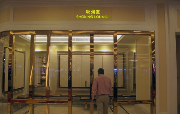 Macau casinos want 73 more smoking lounges