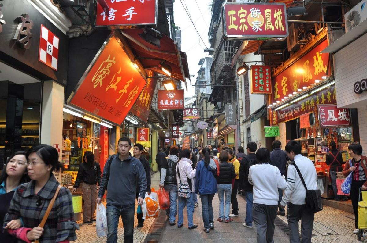 Macau population falls to 647,700
