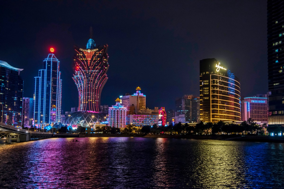 Macau casino receipts grow again
