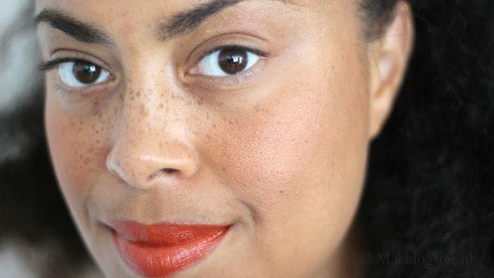 W7 Ebony make-up